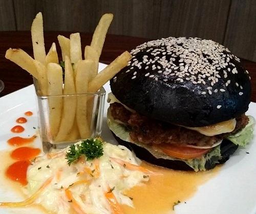 Burger Ireng Luminor Hotel Pecenongan