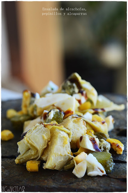Ensalada de alcachofas, pepinillos y alcaparras