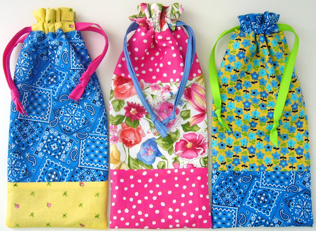 Lined pencil pouches for Operation Christmas Child shoebox gifts.  Tutorial and pattern.
