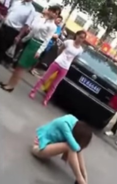 Husband Saves His Mistress From the Attacks of his Wife and Daughter! YOU HAVE TO SEE IT HERE!