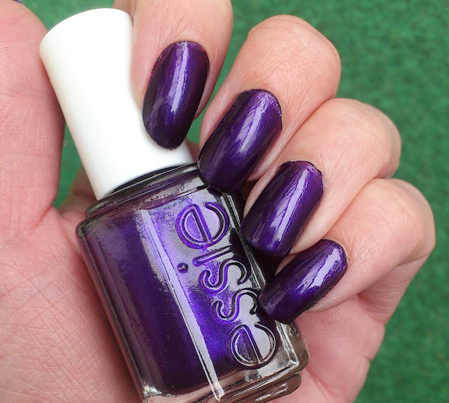 Nails-Essie-Sexy-Divide