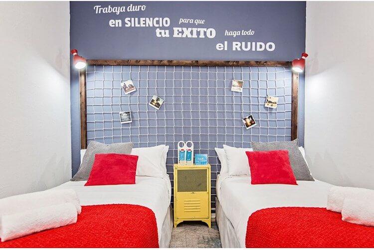 decoración hogar inspirada en el fútbol, cabecero portería de fútbol