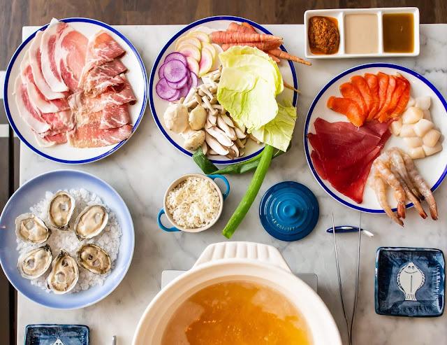 """Mùa Đông Nhật Bản kéo dài từ tháng mười hai đến tận đầu tháng ba năm sau, vậy nên dịp đặc biệt nhất của mùa này không thể không kể đến năm mới. Trong món súp """"zoni"""" được ăn vào ngày đầu tiên của năm có món bánh gạo nướng yaki mochi, kèm với chả cá hamaboko và các loại rau củ với mong muốn mang lại may mắn, sức khoẻ."""
