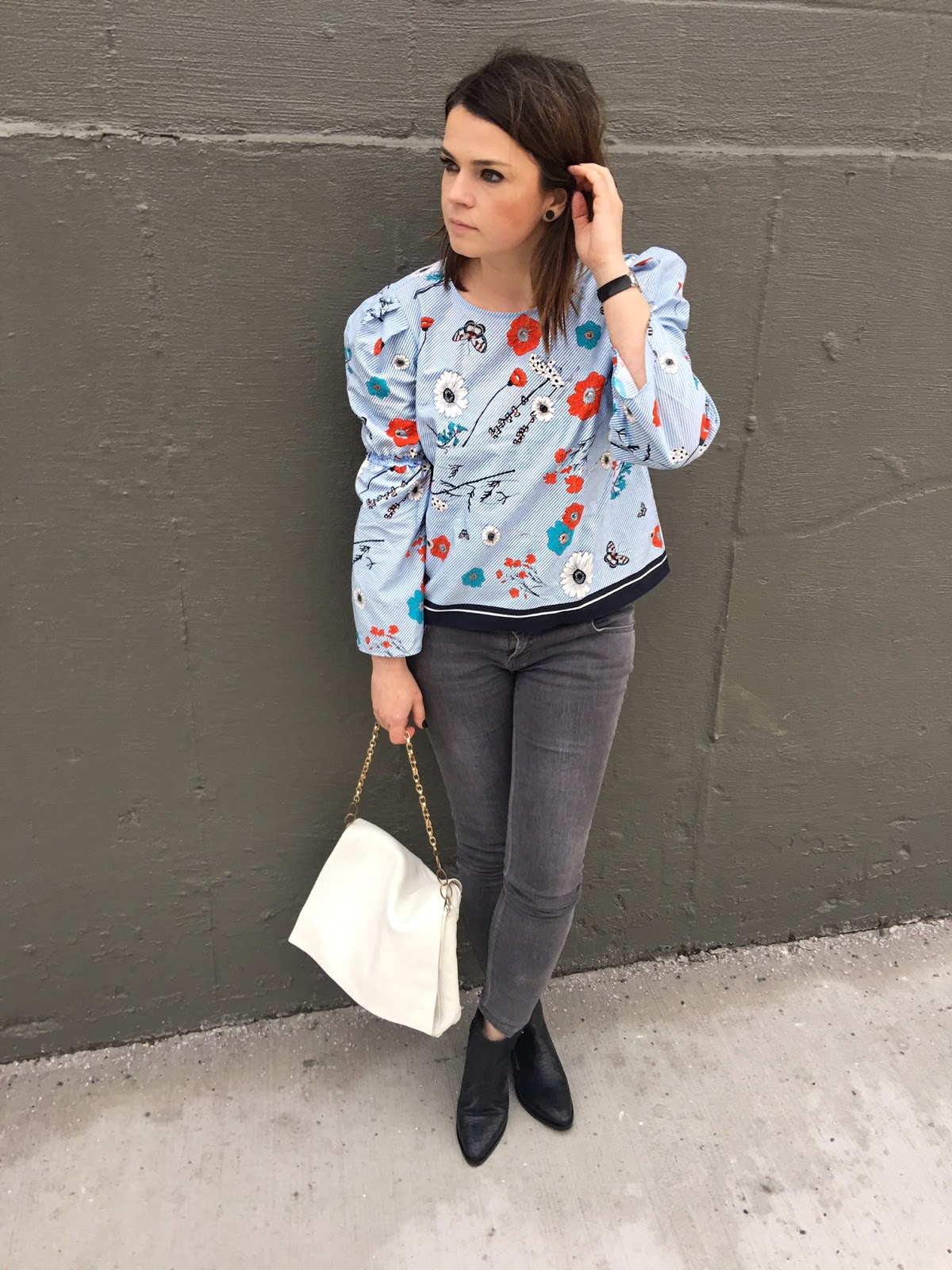 Floral blouse with puffy sleeves