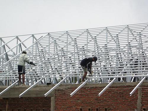 rangka baja ringan atap miring sketsa arsitektur: pekerjaan pemasangan ...