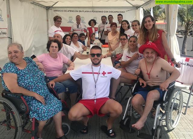Cruz Roja presta por sexto año consecutivo el Servicio de Atención en Playa a Personas con Diversidad Funcional en La Palma