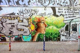 Sunday Street Art : Eloïse sur la Lune - rue Dénoyez - Paris 20