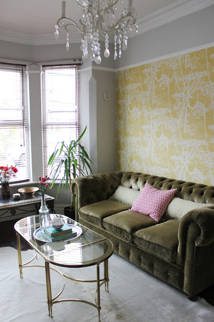 Take a look at my thoughts on painting above the picture rail within your home.