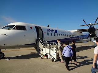 ボンバルディア DHC8-Q400に乗り込む