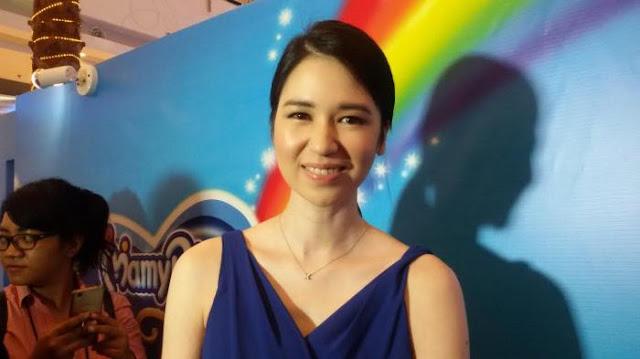 Posesif, Laura Basuki Tak Rela Anaknya Dipeluk Orang Lain