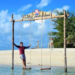 Pulau Beralas Pasir atau White Sands