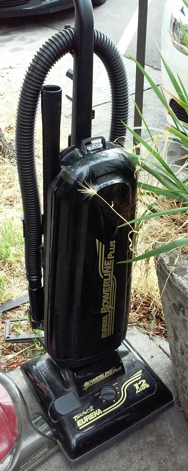 UHURU FURNITURE COLLECTIBLES SOLD 1727 Eureka Bravo II Vacuum