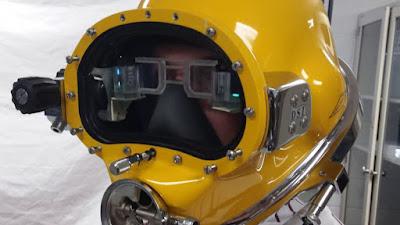helm HUD iron man tampak depan