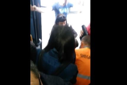 Tmerr në linjën eKombinatit - dy pasagjerëve u bie të fikët brenda 5 minutave