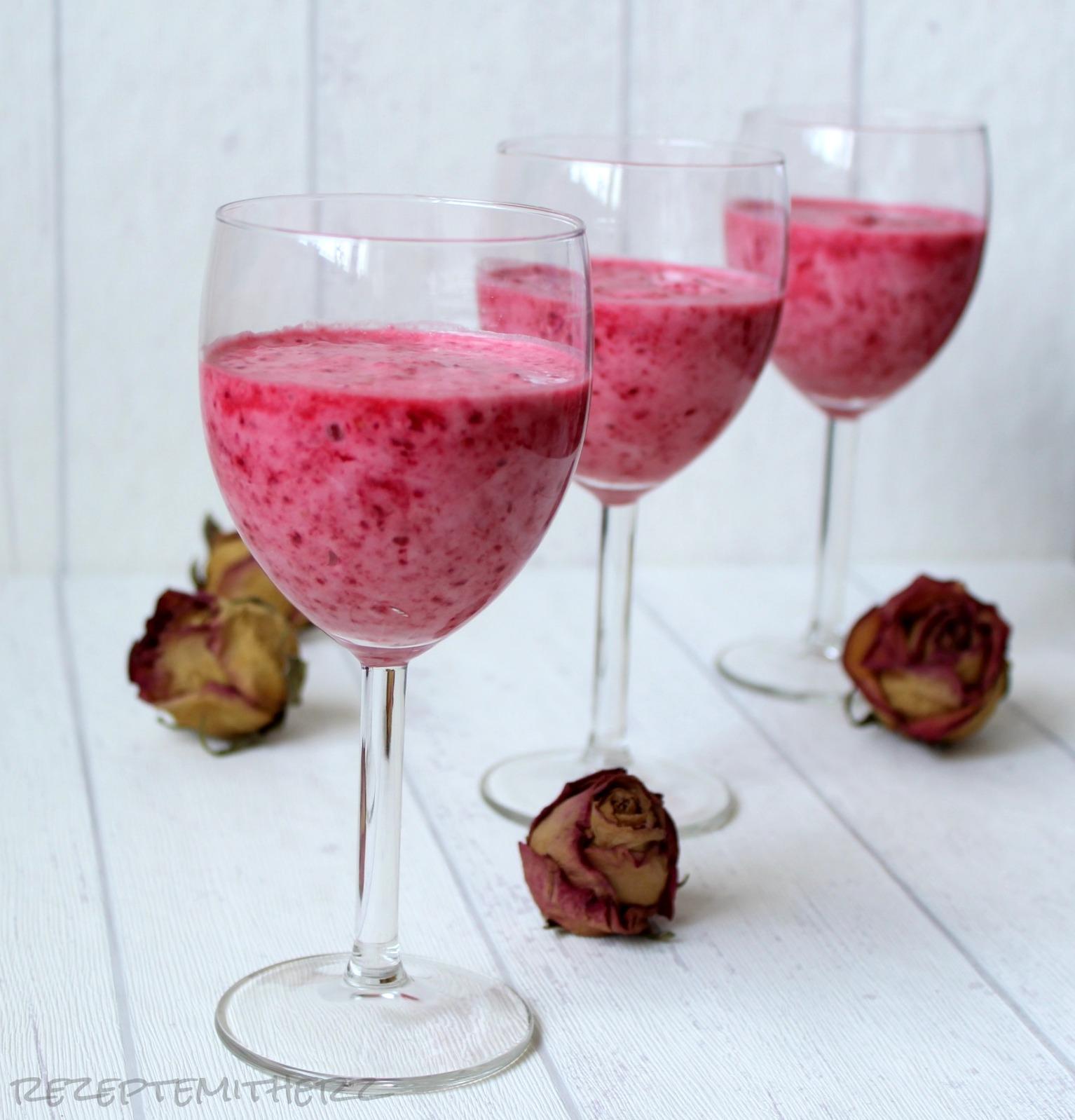 rezepte mit herz himbeer creme dessert raspberry cream. Black Bedroom Furniture Sets. Home Design Ideas