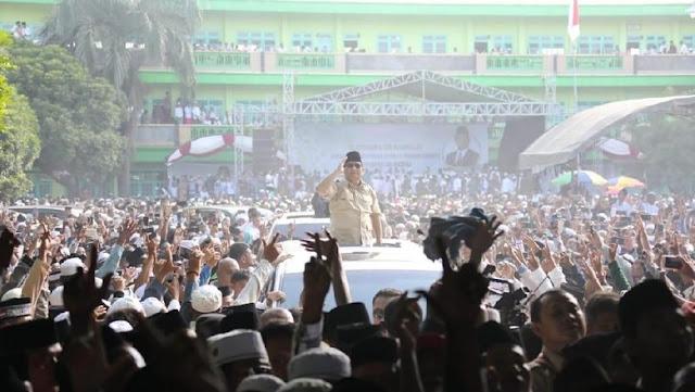 Sapa Warga di Ponpes, Prabowo: Saya Tak Bisa Kampanye, yang Sebelah Boleh