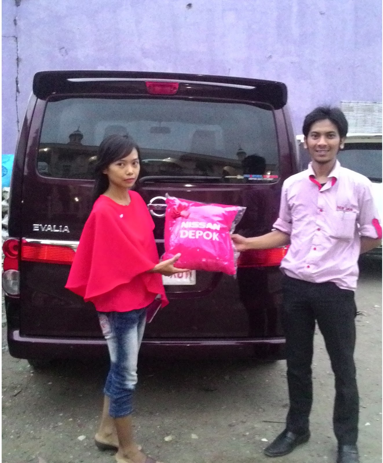 Terimakasih atas kepercayaan Bu Widiyani & Keluarga yg telah membeli Nissan New Evalia melalui media www.touchnissan.com.  Semoga Berkah ya Bu...