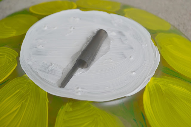 Painted Relish Dish Garden Flowers, garden decorations, painted dish flowers, creative Garden decorations, painted flowers, glass plate flowers, relish dish flowers, fun garden decorations, DIY garden decorations, DIY glass painted flowers, Painted Relish Plate Garden Flower
