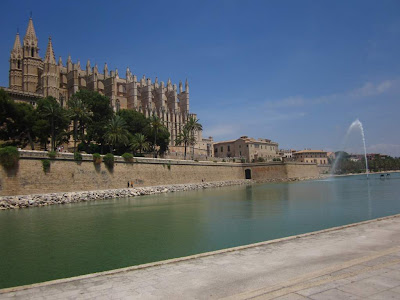 Parc de la Mar and cathedral of Palma de Mallorca