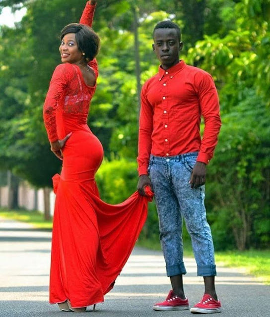 how did you see this romantic of this Nigerian pre-wedding photo hope the pic is lovely
