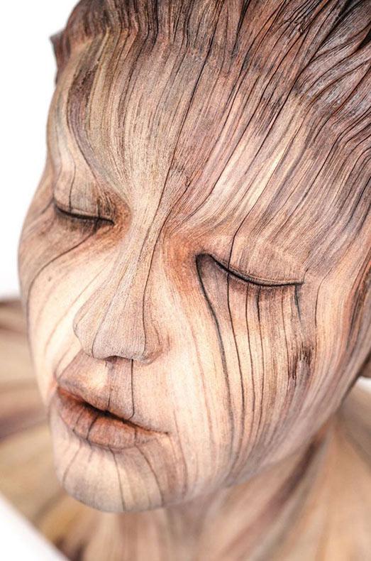 Cerámica surrealistas que parecen ser hechos de madera