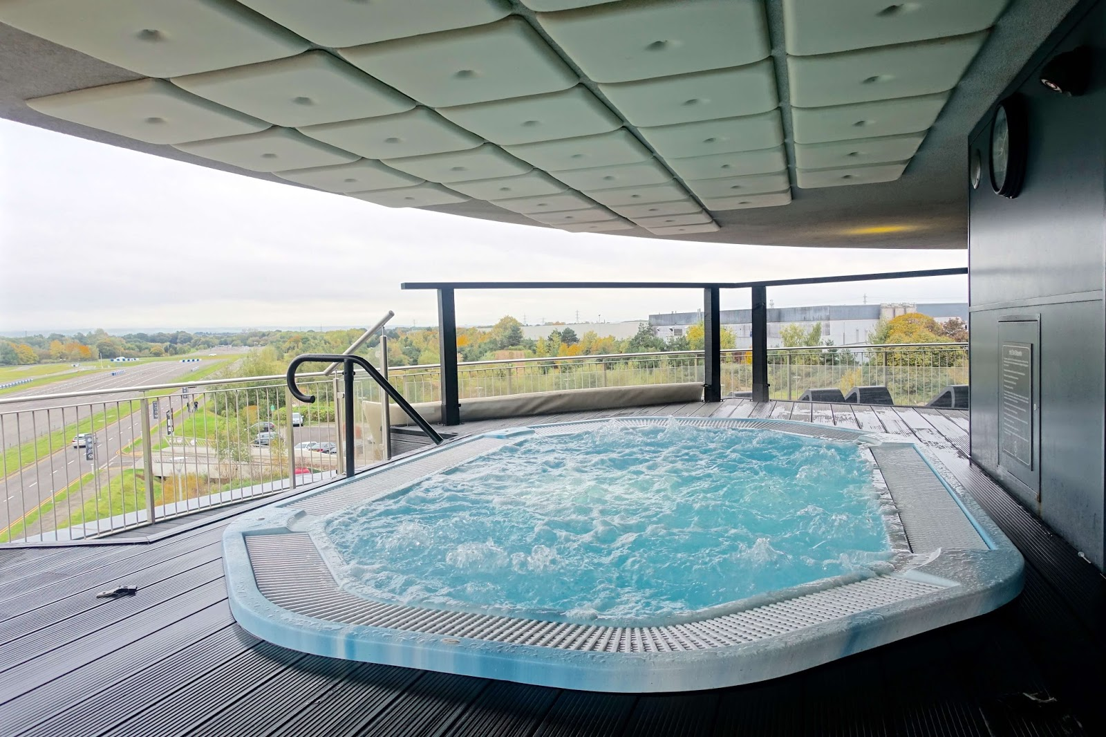 outdoor hot tub with hydrotherapy jets