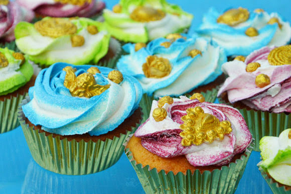 Multicolor frosting op cupcake