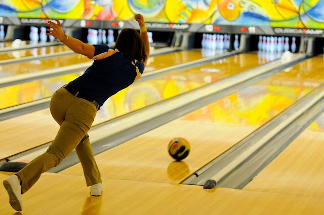 5 Cara Melempar Bola Lengkung Dalam Permainan Bowling dan Tipsnya