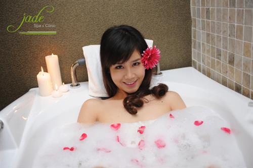 Thư giãn toàn thân trong bồn tắm