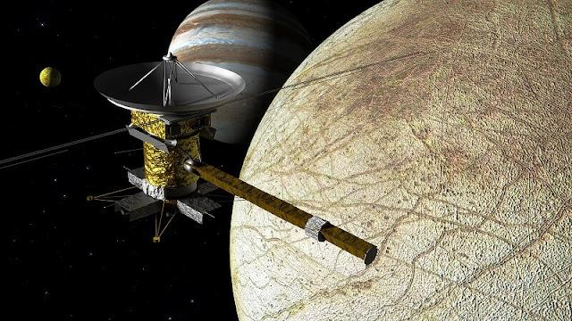 satelit Europa milik Jupiter dan satelit Cassini