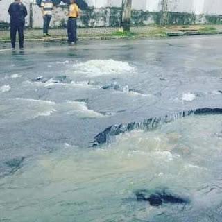 Túnel da Lagoa rompe novamente e moradores pescam peixes na Guedes Pereira