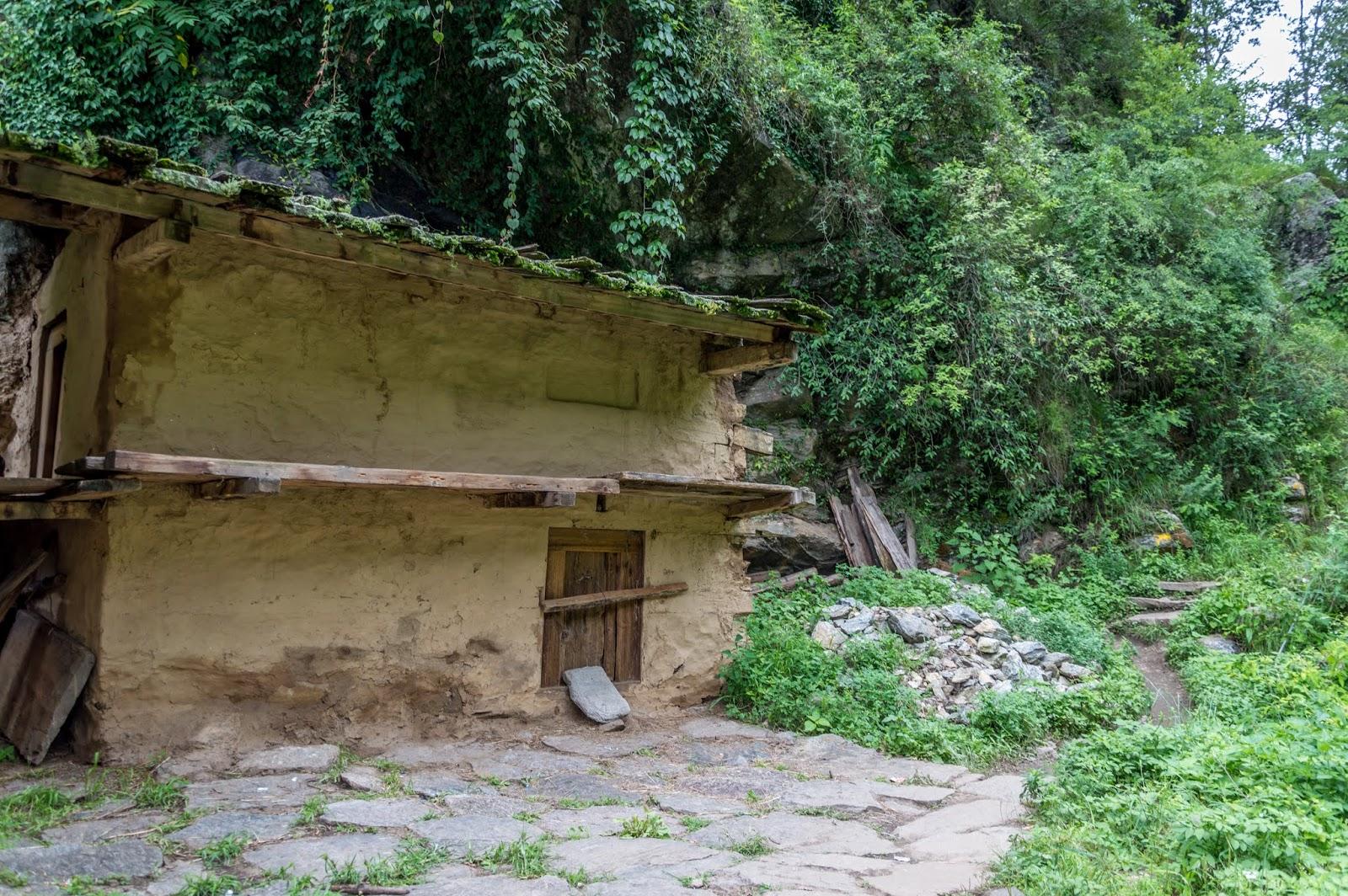 Kuchha mud house near Singhaad enroute Srikhand Mahadev Yatra