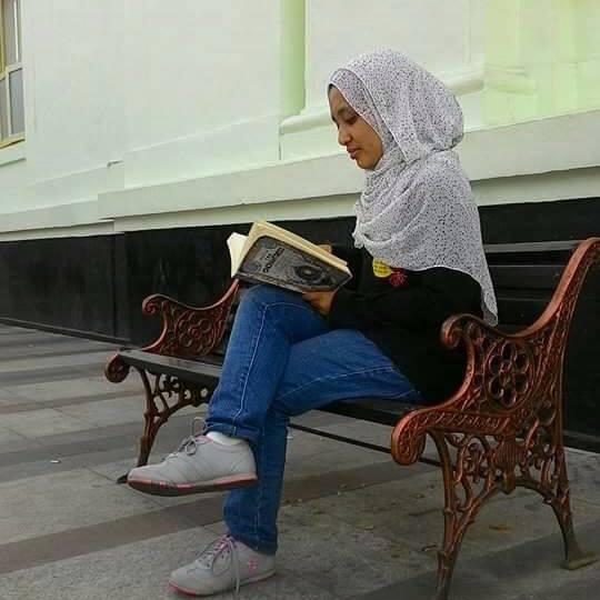 http://www.akunbuku.com/2016/06/Puasa-waktu-yang-tepat-untuk-menamatkan-buku.html