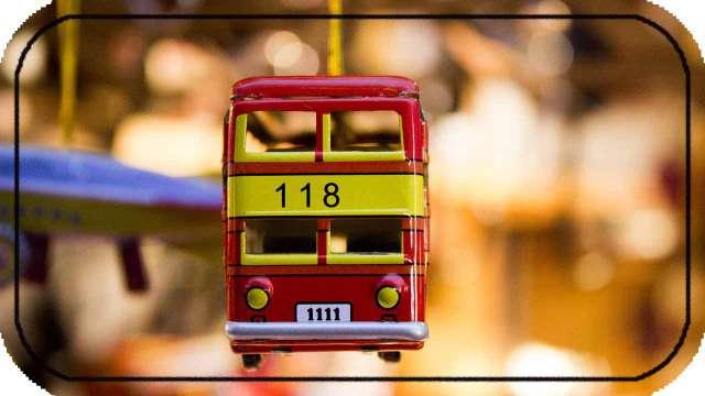 """बसस्टोप वर एक तास मराठी निबंध. Marathi Essay on """"one hour on bus stop""""."""