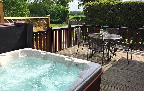 20 Lodges with Hot Tubs within a 90 minute drive of York  - hollybrook lodges