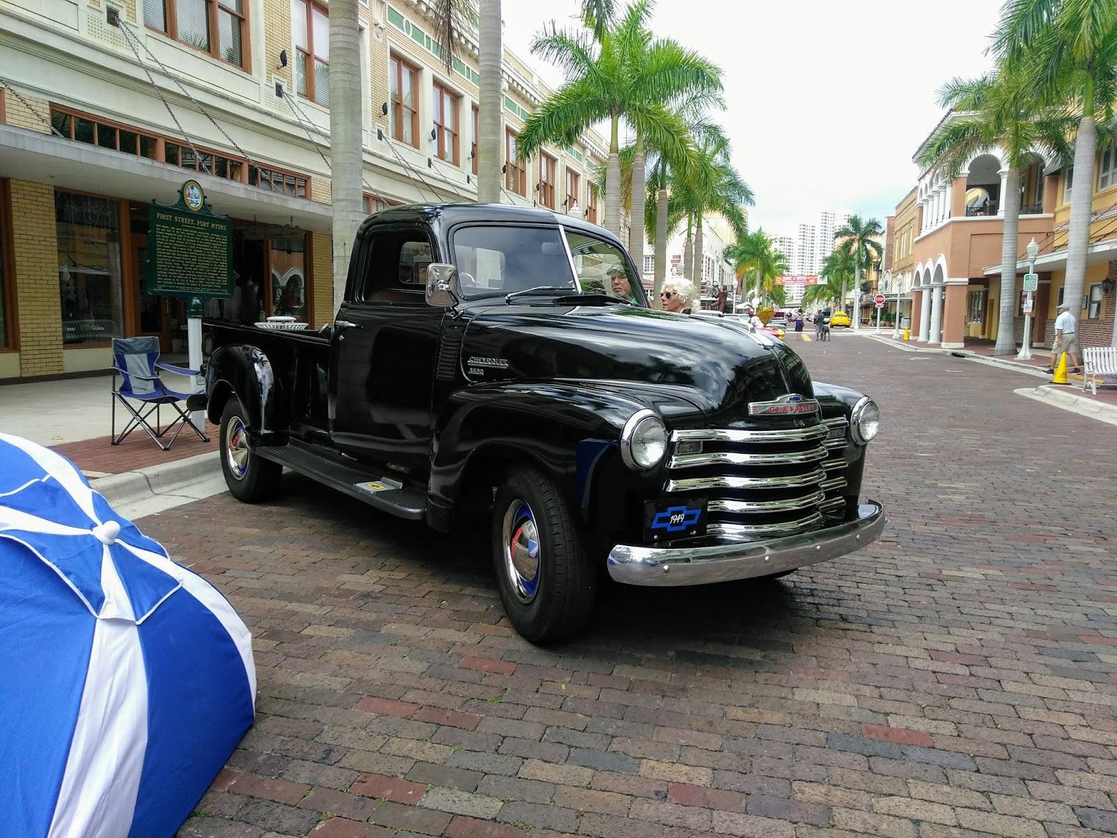 Cars Poinsettia Drive - Old town florida car show