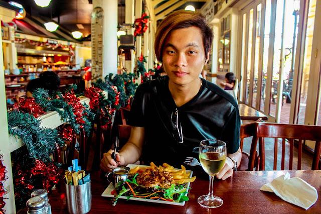Ray Tan 陳學沿 (RayTanSY) ; Fast Eddy's Cafe @ Westfield Carousel, Cannington, Western Australia