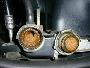 Cara mengganti air radiator mobil