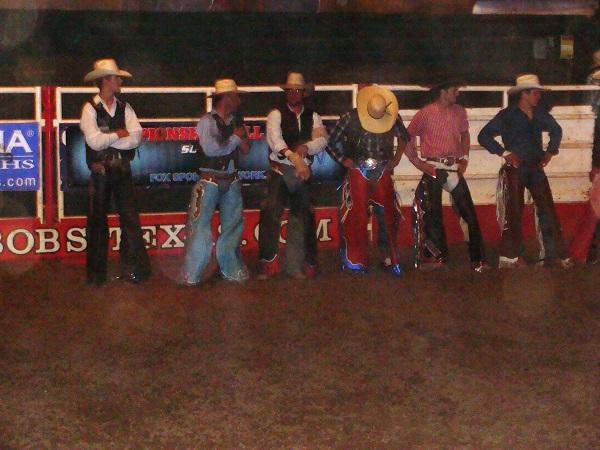 Cowboys bereit für ein Rodeo im Billy Bob´s in Fort Worth Texas