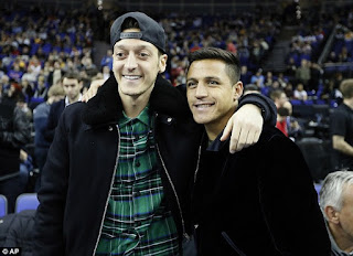 Photo: Alexis Sanchez, Mesut Ozil Join Director at NBA