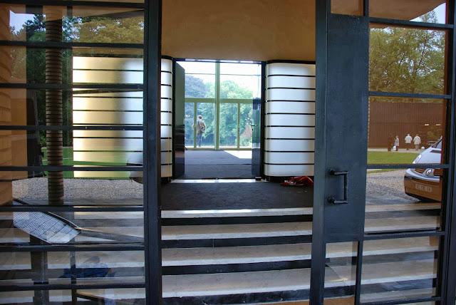 le blog des amis de la villa cavrois le vestibule. Black Bedroom Furniture Sets. Home Design Ideas