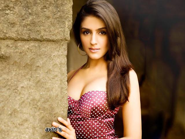 Beautiful Indian Actress Pic, Cute Indian Actress Photo, Hollywood Actress Images