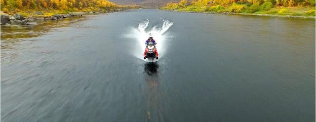 Il parcourt 212 km sur l'eau avec sa motoneige!
