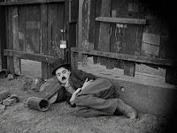 """Кадр из фильма Чарли Чаплина """"Собачья жизнь"""" / A Dog's Life (1918) - 1"""