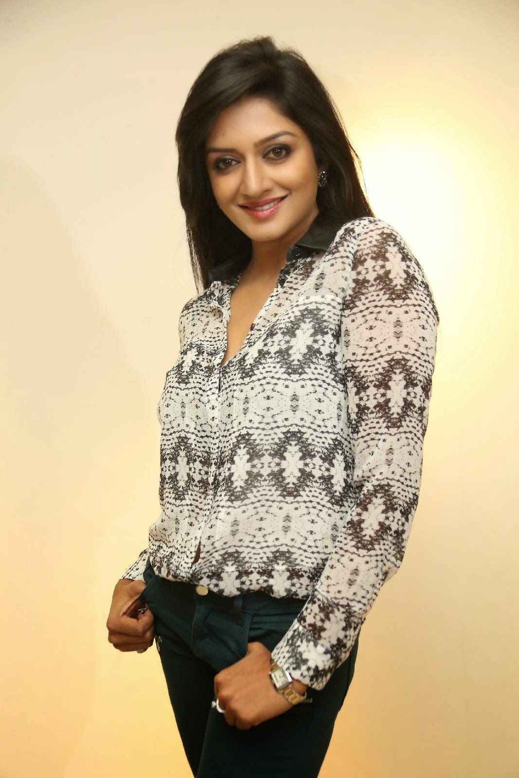Actress Vimala Raman Latest Cute Hot Spicy Photos Gallery At Solo Art Show to Support Pratyusha Foundation