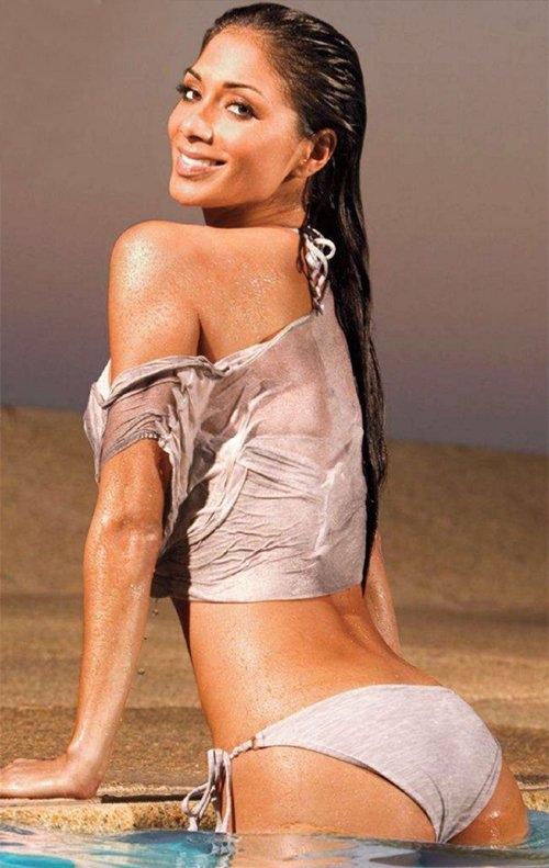 Halle Berry Cute Wallpaper Nicole Scherzinger Appears Sun Kissed In Swimwear For