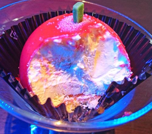 アクアリウム喫茶 慈伴賜 真っ赤なりんごのケーキの写真