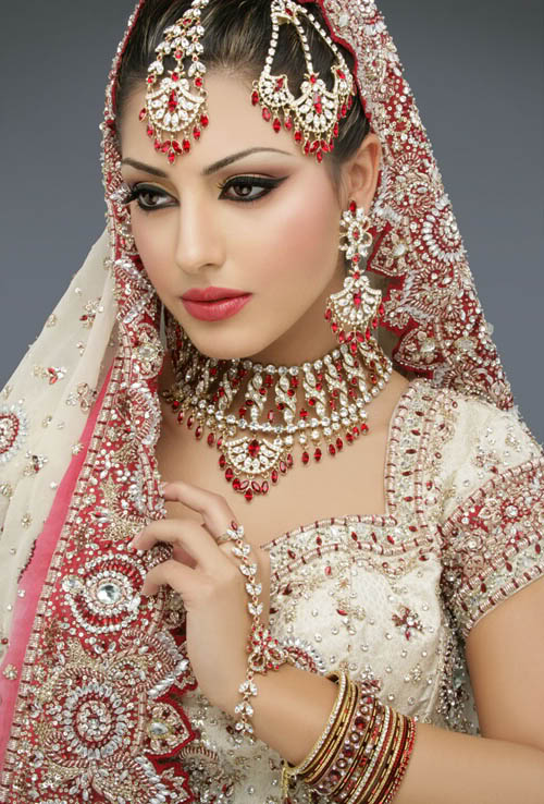 Indian wedding dresses indian bridal wedding style guide for Indian wedding dresses new york