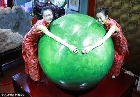 Melihat Batu Giok China 6 Ton Termahal di Dunia