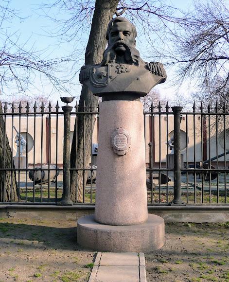 Миколаїв. Пам'ятник адміралу Г. І. Бутакову